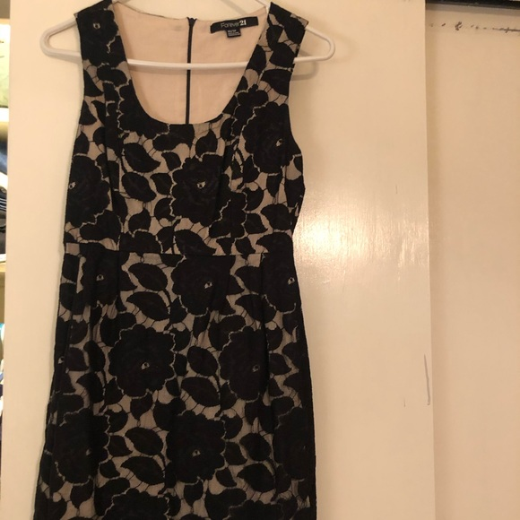 Forever 21 Dresses & Skirts - Knee length lace dress